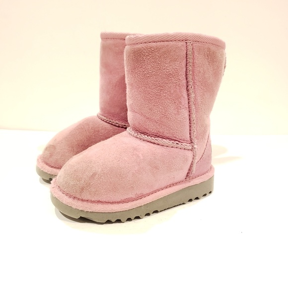 8ff8bd26beb UGG pink classic short boots size 8 toddler